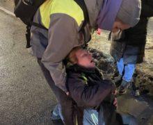 «Для меня это шок». Полицейский навестил вбольнице женщину, которую онударил вживот напротесте вПетербурге (ВИДЕО)