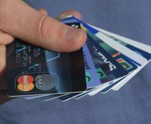 De ce se deschid carduri bancare în Moldova. Ce spun cifrele în acest sens