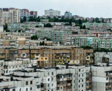 Deputații socialiști au decis să aibă grijă de curțile blocurilor din Chișinău și suburbii
