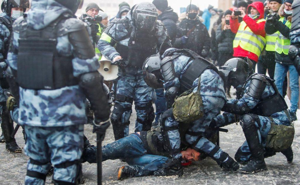 Peste 5000 de persoane au fost reținute în urma demonstrațiilor pro-Navalnîi (FOTO)