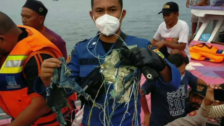 Avion prăbușit în Indonezia! Primele imagini cu epava în care erau 62 de oameni