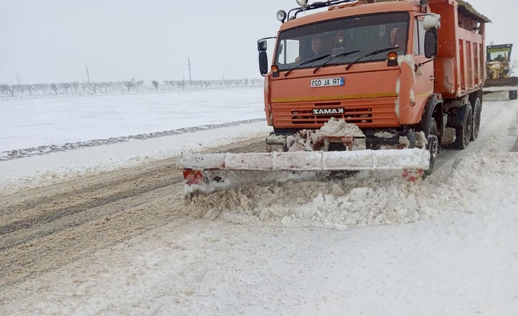 Codul portocaliu de ninsoare, lapoviță și viscol și-a intrat în drepturi. Cum se circulă prin țară? (FOTO)