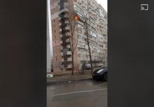 UPDATE Incendiu în sectorul Ciocana al capitalei. Accesul pompierilor, împiedicat de mașinile din curte? (FOTO)