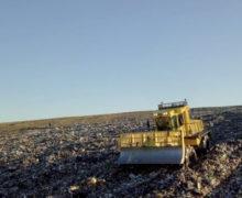 O autospecială nouă pentru compactarea deșeurilor la poligonul municipal de la Țânțăreni