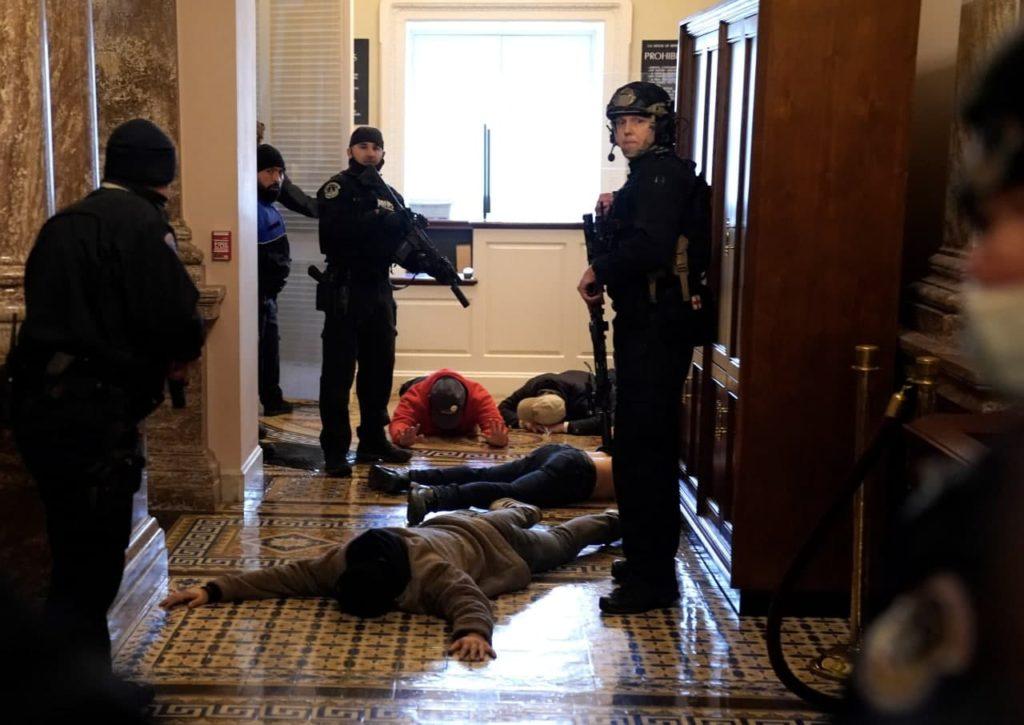 Washington Post: O femeie a fost împușcată în clădirea Capitoliului și este în stare critică (FOTO)