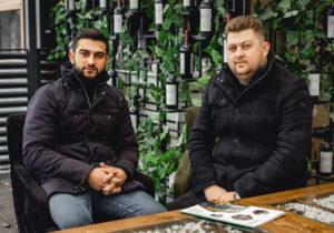 """""""De la pasiunea pentru muzică, la un restaurant în Chișinău, cu vederea spre pădure""""   Istoria de succes a doi prieteni muzicieni"""