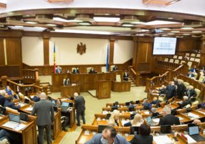 NM Espresso: о решении КС распустить парламент, «пирровой победе» Санду и об оправданиях посла Румынии
