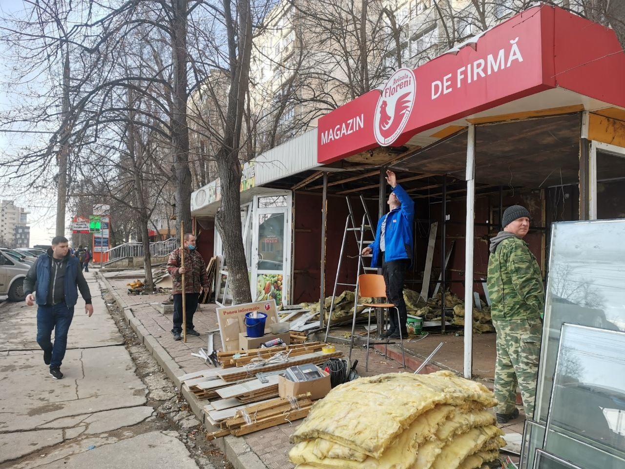 """""""Alcool ilicit vândut lângă școlile din capitală"""". Primarul a dat 10 zile pretorilor pentru a soluționa problema (FOTO)"""