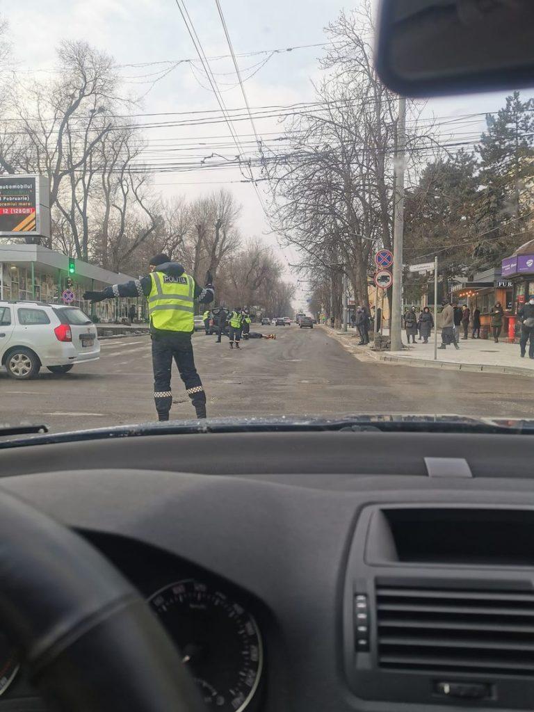 O femeie a fost lovită de o mașină pe str. Bănulescu-Bodoni din capitală