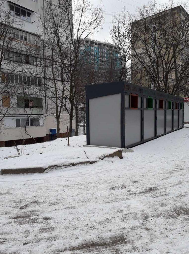 В Кишиневе появились новые «цветные» контейнеры для сортировки мусора. Кто и зачем их устанавливает
