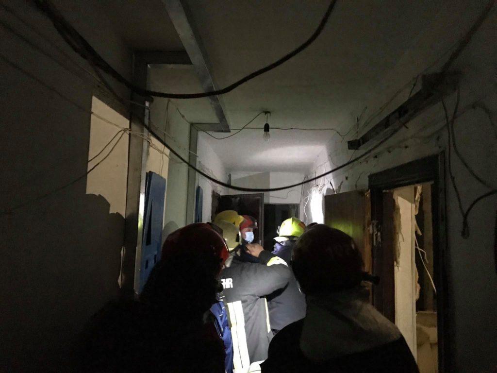 Explozie într-un cămin din sectorul Botanica al capitalei. Doi minori au fost spitalizați (FOTO)