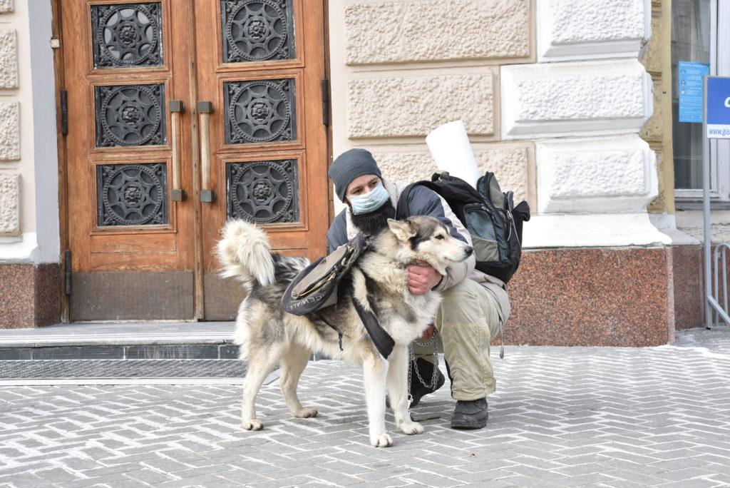 Activiștii pentru drepturile animalelor au organizat un protest în fața primăriei capitalei (FOTO)