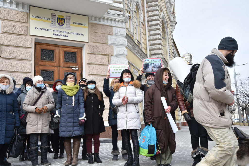 ВКишиневе защитники животных собрались напротест перед мэрией (ФОТО)