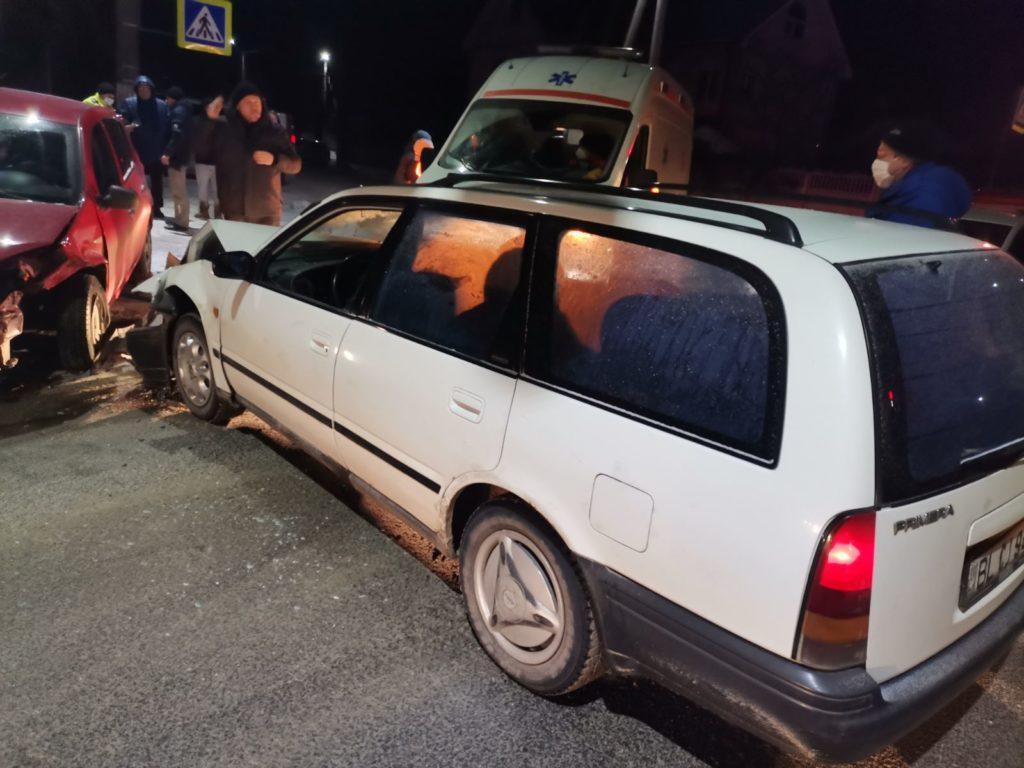 Doi copii cu sania au fost tamponați la Bălți. Un șofer a ignorat semaforul (FOTO)