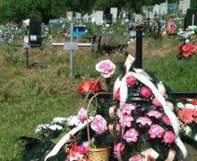 Sicriu acoperit, sac din plastic. Cum sunt înmormântate în Moldova persoanele care au decedat de coronavirus și ce nu e în regulă în acest sens