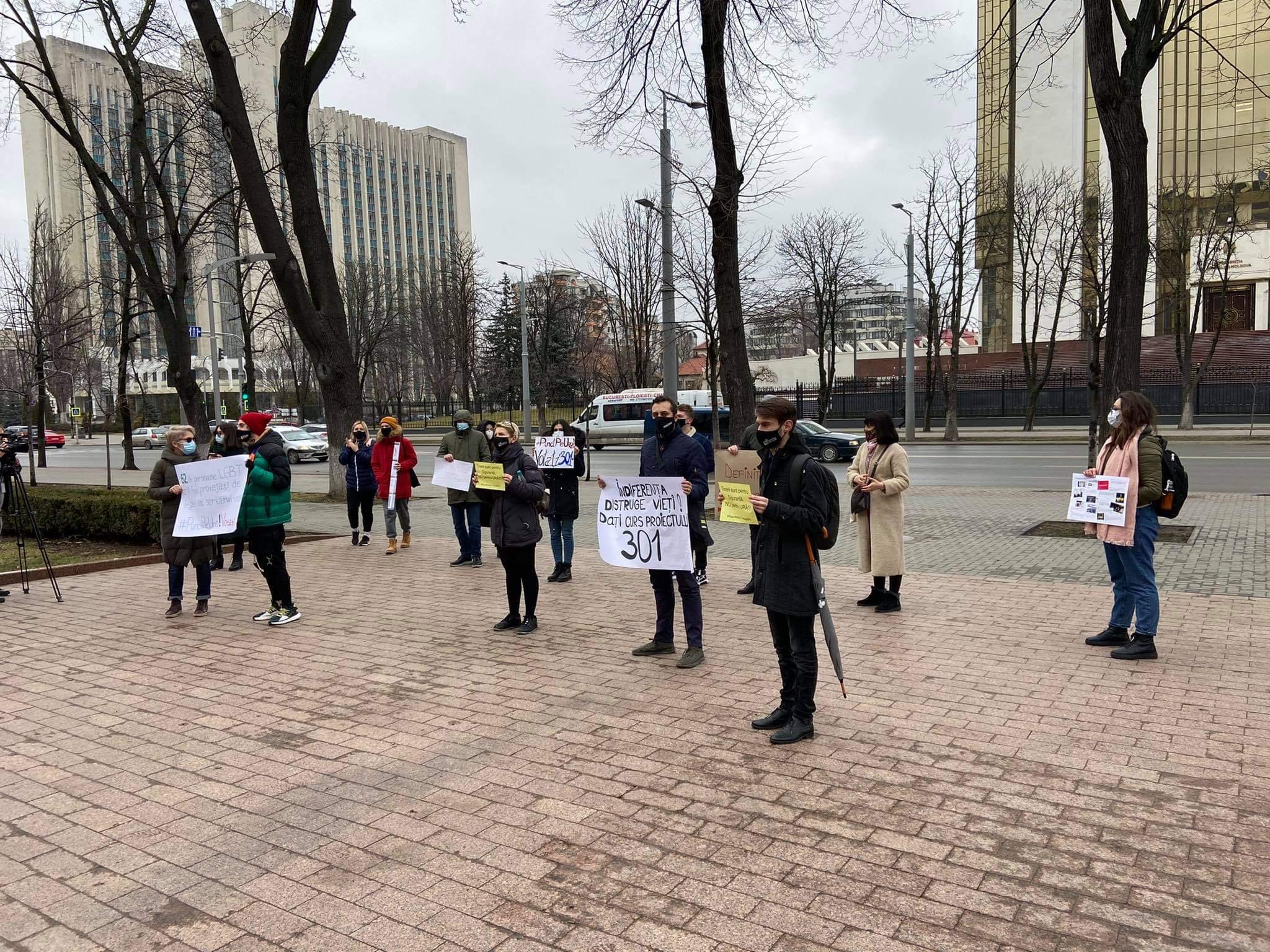 «Безразличие разрушает жизни». ВКишиневе активисты потребовали принять законопроект для борьбы сдискриминацией (ФОТО/ВИДЕО)