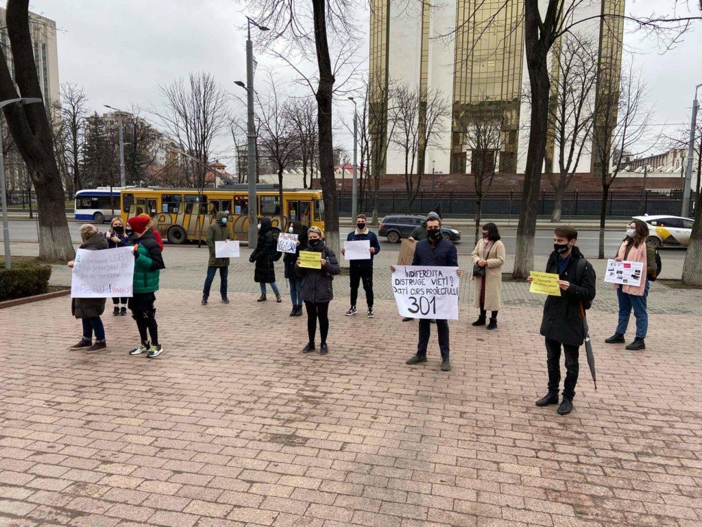#PunctPeUră!Votați301. În fața parlamentului s-a desfășurat un flashmob (FOTO/VIDEO)