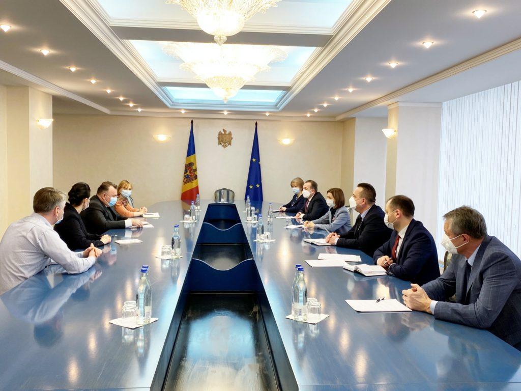 Ex-ministrul român al Sănătății, întrevedere cu Maia Sandu și șefii spitalelor din Moldova (FOTO)