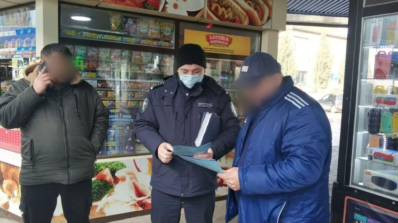 Polițiștii au verificat piețele, cafenelele și stațiile PECO. Două cluburi ai fost închise (FOTO)