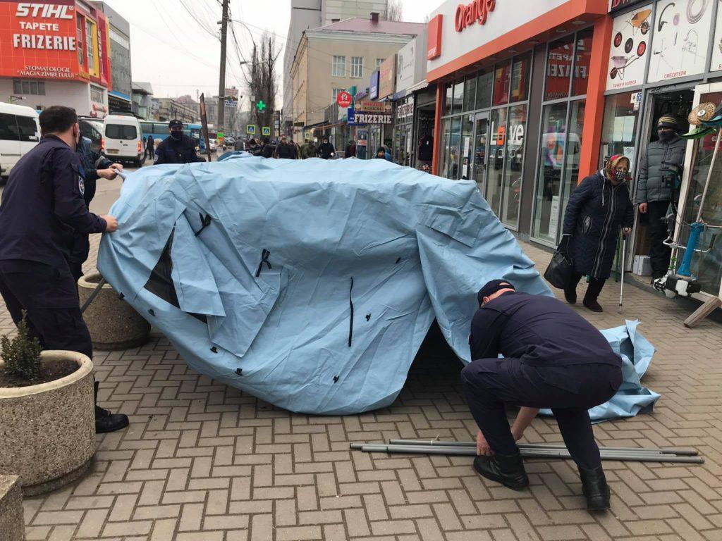 ВКишиневе спасатели устанавливают палатки из-за роста заболеваемости коронавирусом. Для чего они нужны?