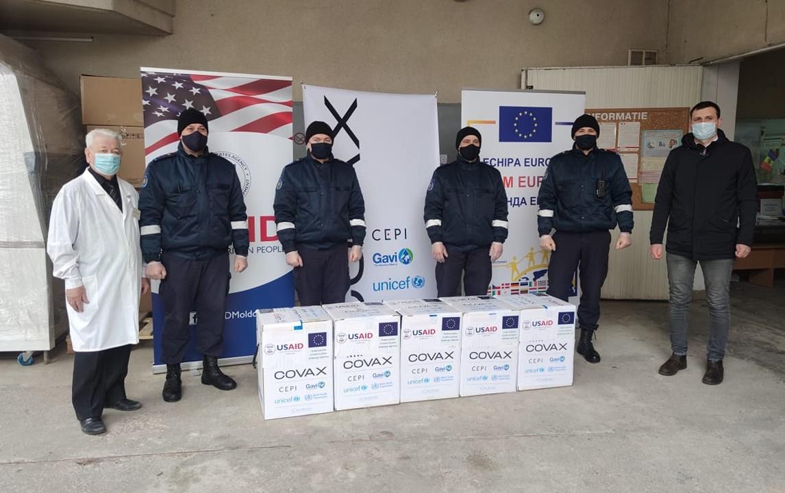 В Молдову доставили более 24 тыс. доз вакцины от коронавируса Pfizer (ФОТО)