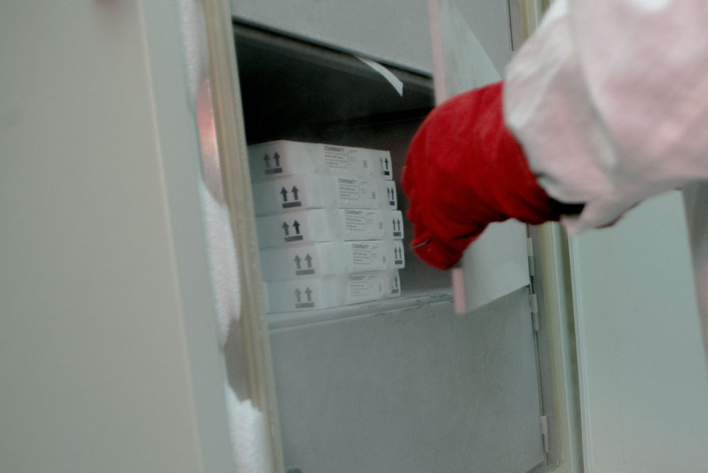În Moldova au ajuns 24 570 de doze de vaccin Pfizer împotriva coronavirusului (FOTO)
