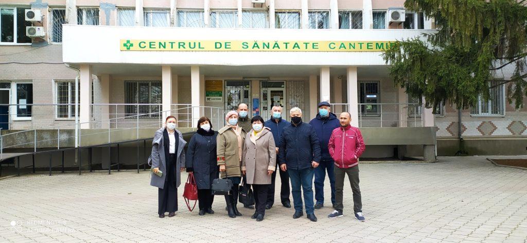 «Это показывает наш менталитет». Как чиновников вМолдове вакцинируют раньше врачей и пенсионеров