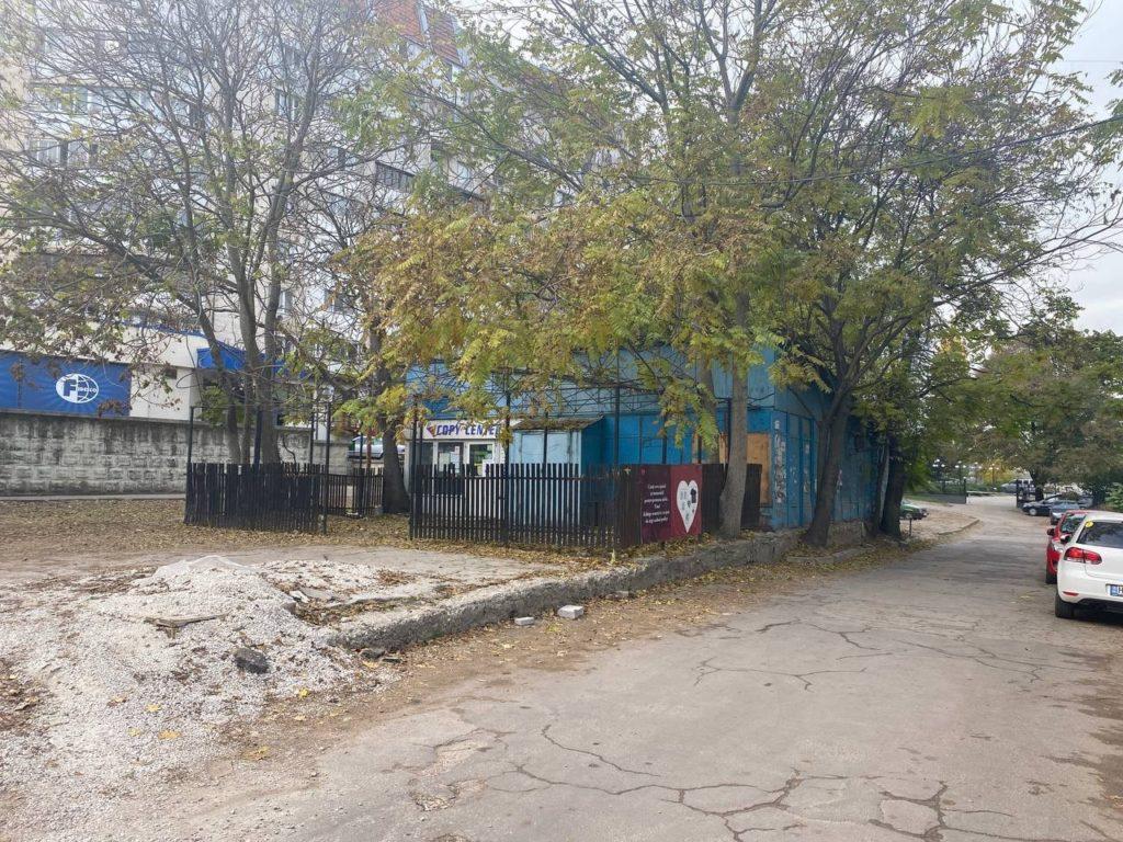 Суд Кишинева постановил снести продовольственный киоск на Буюканах