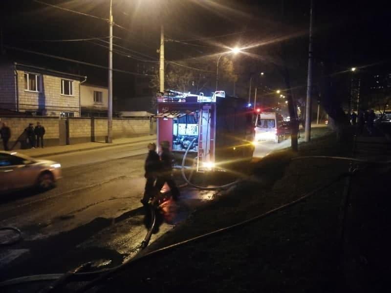Un incendiu a izbucnit într-o casă de locuit din sectorul Buiucani al capitalei (FOTO)