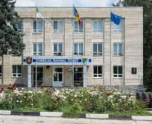 Imunizarea VIP-urilor. Unii funcționari publici din Moldova s-au vaccinat cu Pfizer pe ascuns?