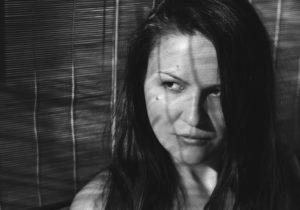 «Дядя доконца пытался объяснить, что ничего плохого неслучилось». Выигравшая «Берлинале» Ольга Луковникова о домогательствах в семье, детских травмах и силе кино. Интервью NM