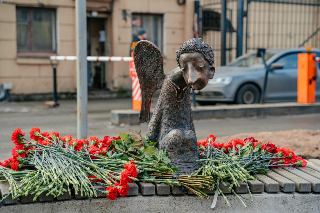 ВПетербурге появился памятник врачам, погибшим во время пандемиикоронавируса (ФОТО)