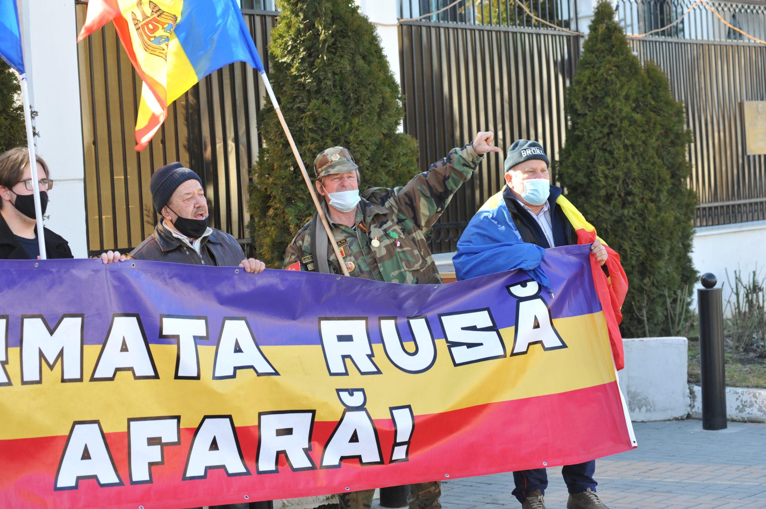 «Путин, незабывай: Бессарабия нетвоя». Упосольства России вКишиневе прошел флешмоб (ФОТО)