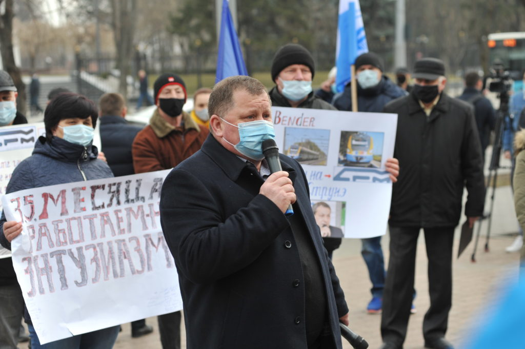 «Нас убивает не коронавирус». Как в Кишиневе протестуют железнодорожники. Фоторепортаж NM