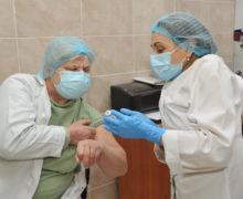 Epidemiolog: Rata de infectare în rândul lucrătorilor medicali a scăzut cu 75% în ultimele săptămâni