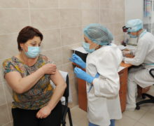 В Молдове вакцинировали от коронавируса 52% медиков