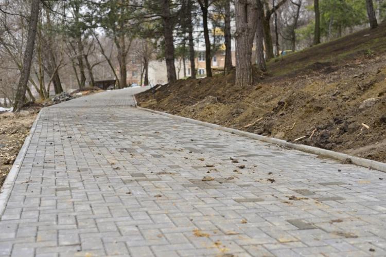 ВКишиневе реконструируют сквер наулице Димо (ФОТО)