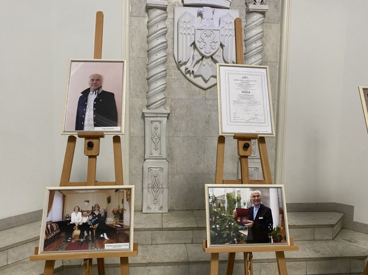 В мэрии Кишинева открылась фотовыставка, посвященная 84-летию Евгения Доги