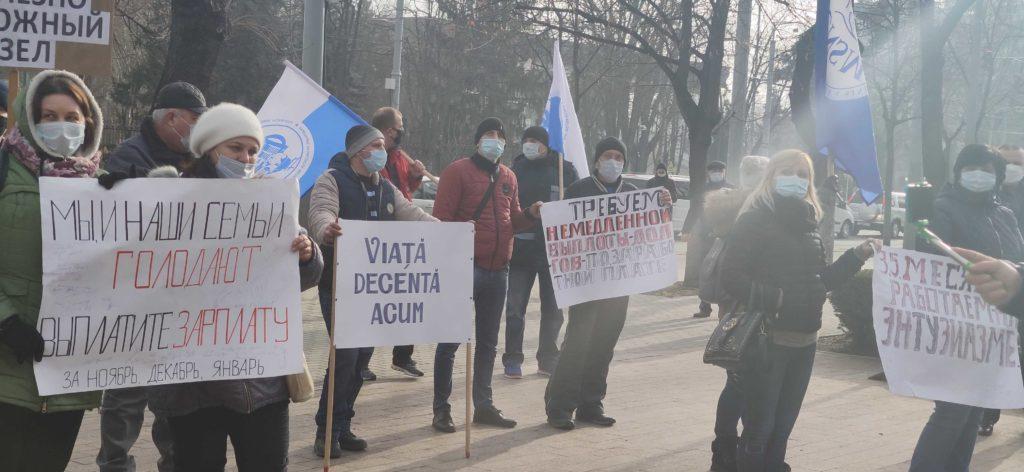 """""""De ce faceți din noi robi? Este un genocid"""". Feroviarii protestează în centrul capitalei (LIVE NM)"""