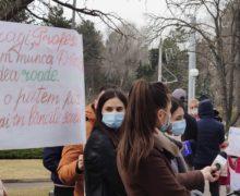 NM Espresso: о протестах в Кишиневе, ослаблении в Молдове ограничений и о скандале с тендером ЖДМ
