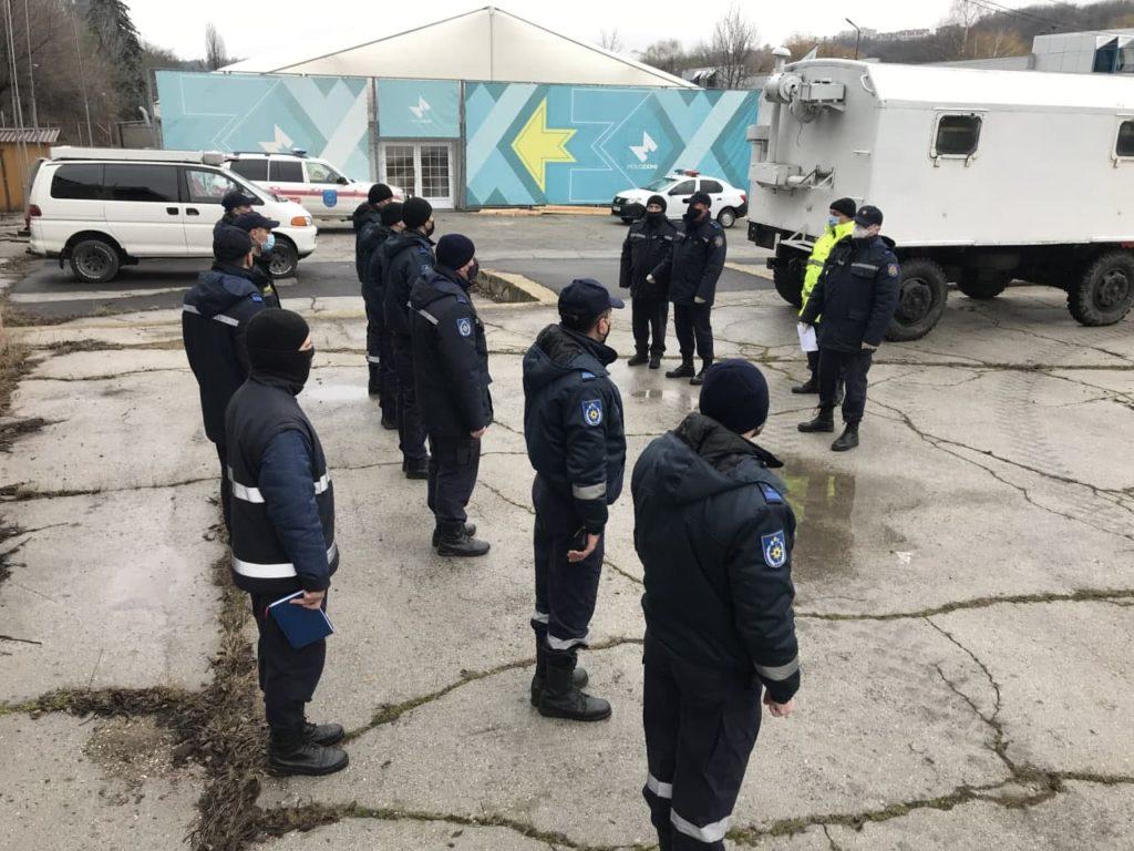 Pompierii, de veghe la Moldexpo. Lângă Centrul COVID a fost amenajat un post mobil (VIDEO)