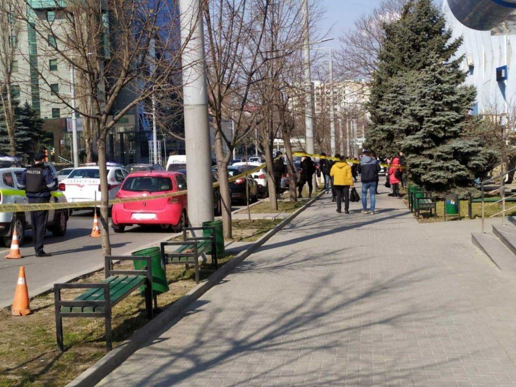 UPDATE Alertă cu bombă la Judecătoria Chișinău, sediul Buiucani (FOTO)