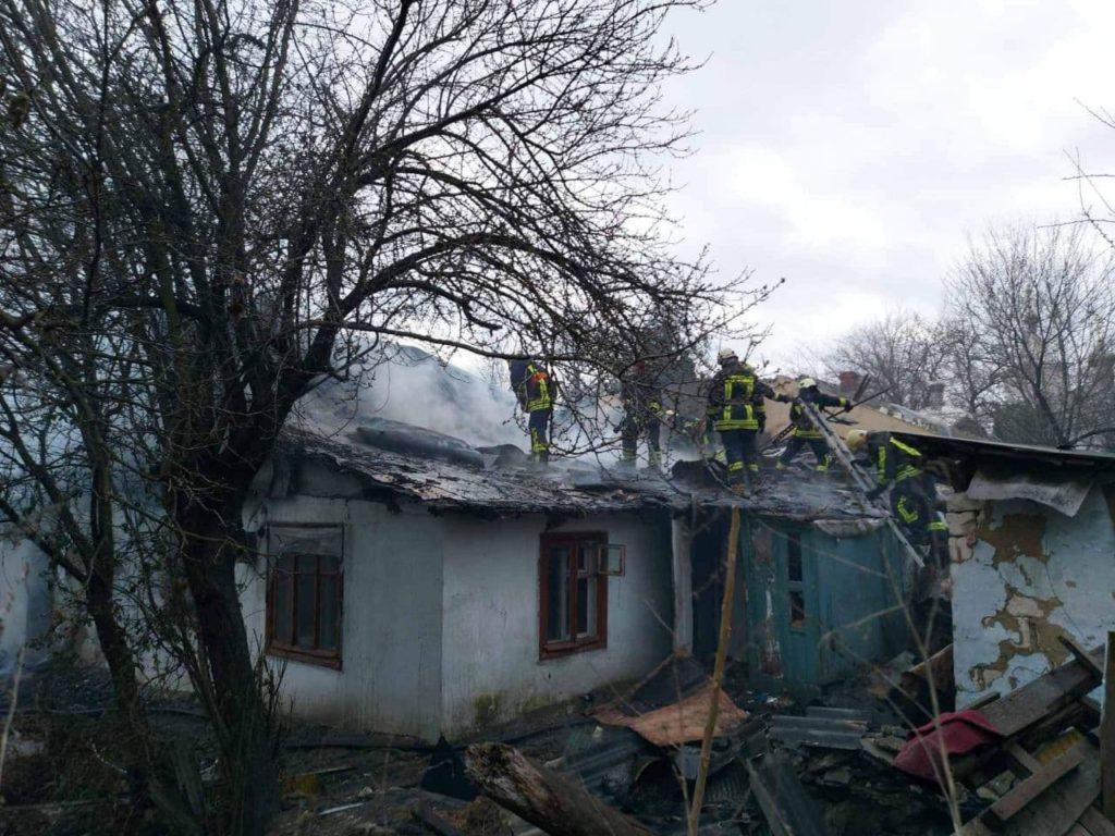 Incendiu matinal pe stradela Circului din capitală. Patru echipaje de pompier, mobilizate (FOTO)
