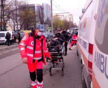 Un tânăr de 20 de ani a fost lovit de o mașină pe str. Alba Iulia din capitală (FOTO)