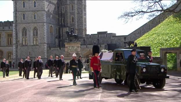Prințul Philip a fost înmormântat. Doar 30 de membri ai familiei au luat parte la funeralii (FOTO)