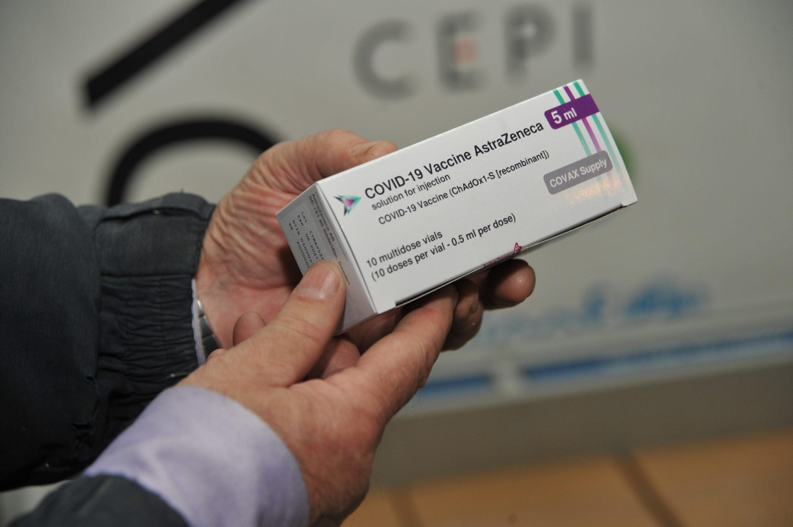 Cum s-a desfășurat procedura de recepționare a celor 48 de mii de doze de vaccin AstraZeneca (FOTOREPORTAJ)