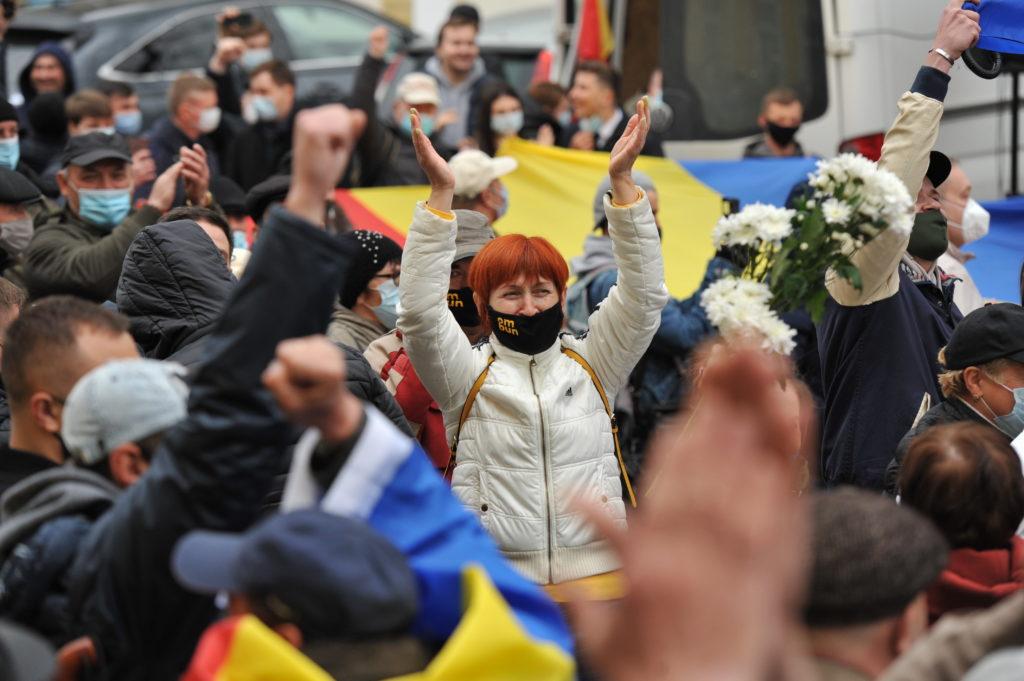 Как в Кишиневе протестовали за досрочные выборы. Фоторепортаж NM