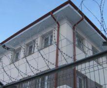 Сотрудник тюрьмы совмещал работу сдолжностью администратора бара. Что ему грозит?
