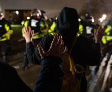 Minneapolis: Ciocniri violente pentru a doua noapte, după moartea unui tânăr de culoare ucis de poliţie (VIDEO)