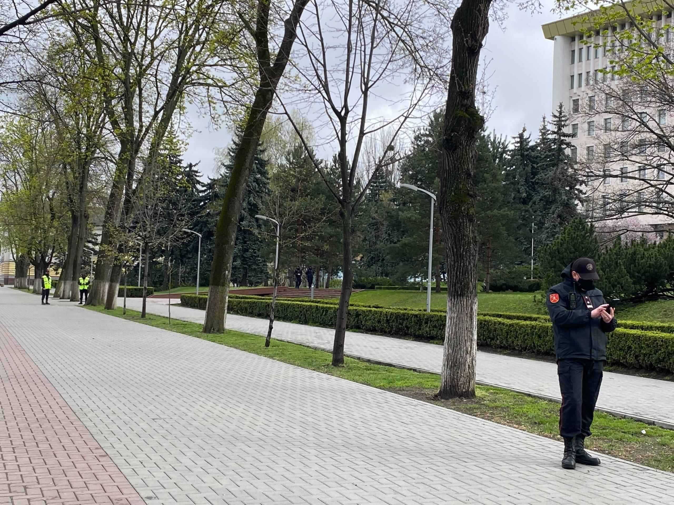 ВКишиневе к зданию парламента прибыли карабинеры (ФОТО)